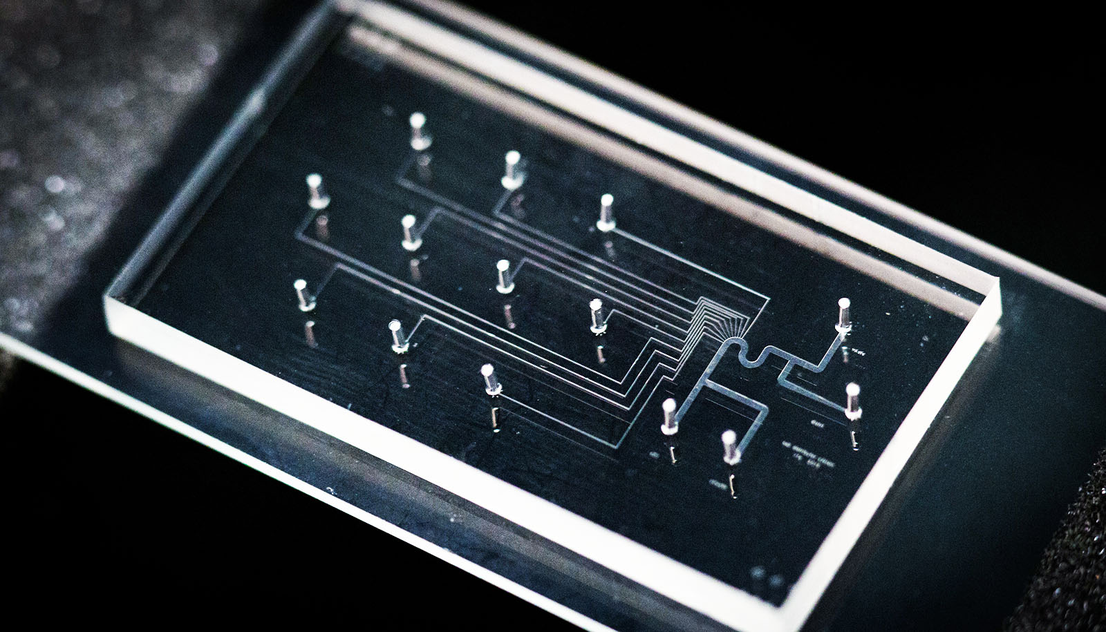 microfluidic repellency and hydrophilic